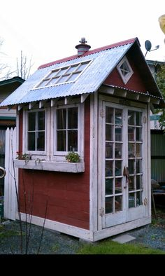 Photo: A charming garden and tool shed with vintage and recycled materials is the talk of the neighborhood! Rustic Greenhouses, Tiny House, Rustic Shed, Garden Shed Diy, Side Garden, Greenhouse Shed, Window Greenhouse, Small Sheds, Diy Shed Plans
