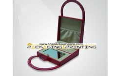 Portable leather jewelry box with a handle made in China - http://www.thepackagingpro.com/products/portable-leather-jewelry-box-with-a-handle-made-in-china/