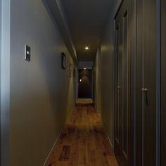 扉や壁を落ち着いた色にすれば、長い廊下もとても雰囲気のある空間になります。 #denplusegg #デンプラスエッグ #リノベーション #renovation #リフォーム #廊下 #長い廊下 #lifestyle #ライフスタイル Armoire, Furniture, Home Decor, Clothes Stand, Decoration Home, Closet, Room Decor, Reach In Closet, Home Furnishings