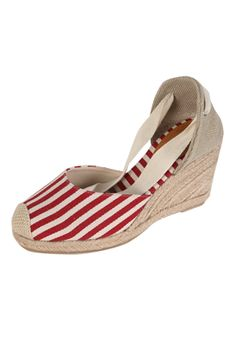 Today's Hot Pick :Stripe Wedge Espadrilles http://fashionstylep.com/SFSELFAA0021770/insang1en/out Turn the heat on in these espadrilles. Walk on the boardwalk while you sip fresh coco water while you stride in these comfy wedges with nautical stripes pattern, dainty ribbon straps, and rope wedge heels. Wear these with a pretty sundress. - Stripes pattern - Ribbon straps - Roped wedge heels - Available color(s): Blue, Red