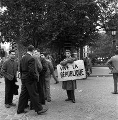 #Robert Doisneau Photography|Manifestation 1958 |¤ Robert Doisneau | 13 mai 2015 | Atelier Robert Doisneau | Site officiel