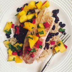 Grilled Tilapia over brown rice & black beans topped with a fresh mango salsa for dinner tonight because I'm dreaming of Summer ☀️ * * #familystylenutrition #toddlerfood #toddler #whatifeedmykids #kidfood #food #nutrition #nutritionblog #foodblog #mo