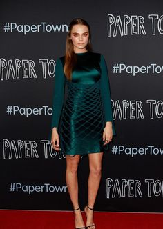 Cara Delevingne arborait une robe vert canard signée Dion Lee en Australie