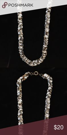 Madewell Chunky Crystal Necklace Super sparkly, and only worn once! Eye-catching crystal cluster necklace from Madewell. Madewell Jewelry Necklaces