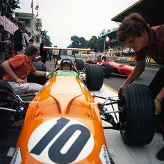 1968 France Grand Prix - Bruce Mclaren (McLaren) - Chris Amon (Ferrari)