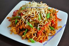 Bhanu's Rasoi-A Little Spice of Heaven: CRISPY CHINESE BHEL Chinese Bhel, Chinese Food, Side Recipes, Indian Food Recipes, Ethnic Recipes, Savoury Recipes, Indian Street Food, Chaat, Appetizers For Party
