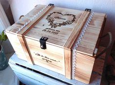"""Romantisch ♡ Baby #Erinnerungsbox mit Rosenkranz in Herzform, verziert mit dem Namen des Kindes und sein Geburtsdatum. Mit Wunschzeile, wie z.B.: """"Deine ersten Schätze"""", """"Als du klein warst..."""". Sie können diese #Aufbewahrungsboxen nach Wunsch personalisieren, mit eigenes Motiv und eigenen Text. :-) Zum #Babygeschenk : ☛ http://thebabypass.com/Baby-Erinnerungskiste-Vintage-Rosenkranz"""