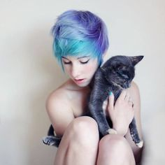 What was once an edgy haircut has become the standard for women seeking a streamlined and polished look. In order to add some punch to your new pixie cut. Pastel Hair, Purple Hair, Ombre Hair, Pastel Blue, Pastel Pixie, Pixie Hairstyles, Pixie Haircut, Perfect Hair, Corte Y Color