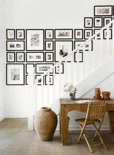 A staircase wall gallery. Ideas for how to hang pictures on the wall Inspiration Wand, Interior Inspiration, Inspiration Boards, Gallery Wall Staircase, Picture Wall Staircase, Staircase Wit, Staircase Frames, Picture Frames On The Wall Stairs, Stairway Photo Gallery