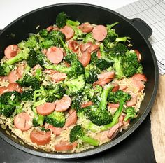 Sausage stew with rice and broccoli - Hege Hushovd-Pølsegryte med ris og brokkoli — Hege Hushovd A simple and good sausage casserole with rice and broccoli. Healthy, quick and kid-friendly dinner that tastes good. Just as we like it in everyday life :] - Sausage Stew, Best Sausage, Sausage Casserole, Salad Recipes, Snack Recipes, Snacks, Good Healthy Recipes, Healthy Meals, Everyday Food