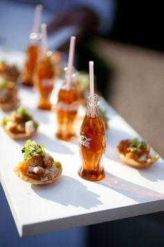Tiny food is so cute Tapas, Chicken Bites, Fried Chicken, Chicken Puffs, Wedding Reception Food, Wedding Catering, Wedding Menu, Catering Food, Catering Events