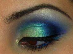 Shiny blue/green eyeshadow