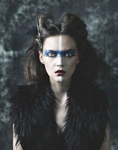 It's time to consider your Halloween costumes for the events! What coiffure will you model to pair your Halloween look? It doesn't matter what character you'll play for this Halloween, Looks Halloween, Halloween Makeup, Costume Halloween, Krieger Make-up, Viking Makeup, Makeup Art, Hair Makeup, Fun Makeup, Scary Makeup