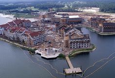 Disney's Grand Floridian Is Topped Off Aug 22, 1987 tami@goseemickey.com