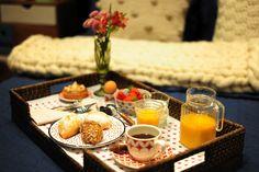 Monte uma bandeja de café da manhã para mimar sua mãe no domingo