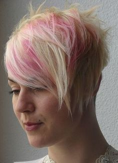 short hairstyle with cute purple highlights on bangs, asymmetric cutted Short Hair With Bangs, Long Bangs, Girl Short Hair, Short Hair Styles, Short Hairstyles For Women, Hairstyles With Bangs, Girl Hairstyles, Asymmetrical Bangs, Purple Highlights