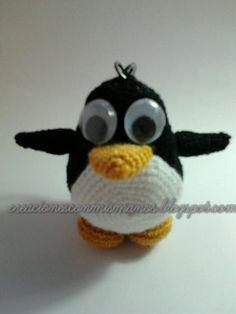 Pingüino amigurumi llavero