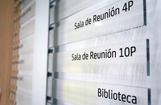 Directorio de planta imantado, realizado con lamas de metacrilato para Sede de Bankia en Madrid. Madrid