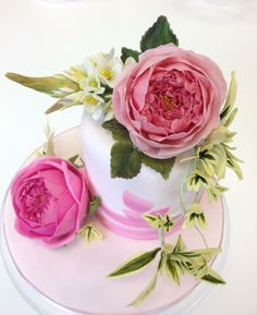 Roses by Naomi Yamamoto Fondant Flowers, Clay Flowers, Sugar Flowers, My Dream Cake, Wilton Fondant, Shabby Chic Cakes, Gum Paste Flowers, Sugar Craft, Cake Icing