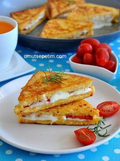 Fransız Tostu Tarifi – Kahvaltılıklar – The Most Practical and Easy Recipes Turkish Breakfast, Breakfast Toast, Breakfast Pizza, No Dairy Recipes, Raw Food Recipes, Vegetarian Appetizers, Vegetarian Recipes, Best Breakfast Recipes, Turkish Recipes