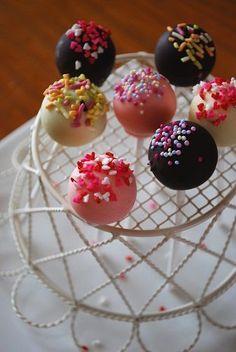 ロリポップで友チョコ♪ by あさえもんさん | レシピブログ - 料理 ... Cupcake Cakes, Cupcakes, Kawaii Dessert, Homemade Sweets, Doughnuts, Deli, Cake Pops, Panna Cotta, Cake Decorating