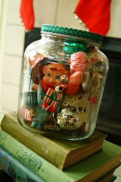 Thinking this would be a great way to hang onto bits of Christmas memories too precious to throw away. I took all of my extra vintage christmas goodies and put them in these jars. Vintage Christmas Crafts, Retro Christmas Decorations, Christmas Jars, Antique Christmas, Merry Little Christmas, Christmas Love, Xmas Crafts, Vintage Holiday, Country Christmas