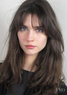 """15 Wispy Bangs styles from celebrities whose bangs are always """"too good"""" # fashionaccessor . - 15 Wispy Bangs styles from celebrities whose bangs are always """"too good"""" # fashionaccessories - Choppy Bob Hairstyles, Haircuts With Bangs, Brunette Hairstyles, Bang Haircuts, Long Fringe Hairstyles, Square Face Hairstyles, Medium Hair Styles, Curly Hair Styles, Long Hair With Bangs"""
