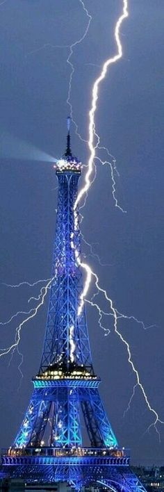 Lightning strikes the Eiffel Tower...Stunning...
