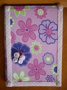 Caderno com capa de tecido decorado com fuxico