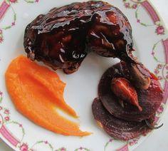 Pintade rose confite à la betterave, miel et ail de Lautrec
