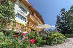 schöne und billige Zimmer in Hinterglemm Hotels, Cabin, House Styles, Home Decor, Vacation, Nice Asses, Decoration Home, Room Decor, Cabins
