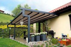 PERGOLA PRO Et sammenleggbart tak for en stor terrasse eller restauranthage. Minimalistisk design uten synlige skruer eller mekaniske deler. Pergola fungerer under vanskelige værforhold.