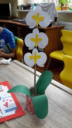 W grupie Pomysły na prace plastyczne na FB znalazłam bardzo fajny pomysł na prezenty dla mamy. Te piękne storczyki od razu przypadły nam...