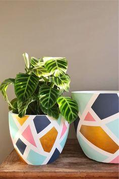 Painted Flower Pots, Painted Plant Pots, Terracotta Flower Pots, Painting Terracotta Pots, Decorated Flower Pots, Flower Pot Art, Flower Pot Design, Pottery Painting Designs, Magic Garden