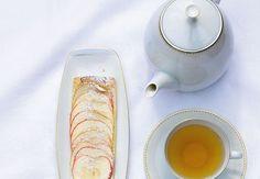 Fyldig æblekage med marcipan | Bobedre.dk