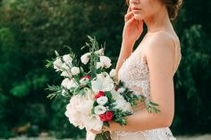 Beige and emerald Wedding Colours for a beach themed wedding + beige wedding dress Beach Wedding Nails, Beach Wedding Bouquets, Beach Wedding Colors, Red Bouquet Wedding, Beige Wedding Dress, Red Wedding Dresses, Purple Wedding, Emerald Wedding Colors, Ox