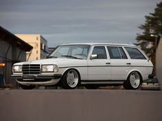 1980 Mercedes 240TE    Mercedes Benz for Life.  #BulletProof #HotTouring