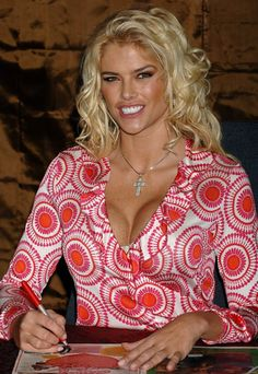 Anna Nicole Smith - In Red And White 0005.jpg;  836 x 1215 (@55%)