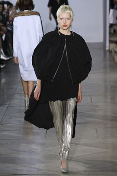 Lutz Huelle Spring 2018 Ready-to-Wear Collection Photos - Vogue