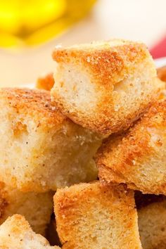 Homemade Garlic Croutons #Recipe - Perfect for any salad