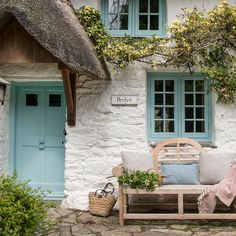 This thatched cottage in Cornwall mixes laid-back, family-friendly practicality with some very grown-up luxury and polish Style Cottage, Old Cottage, Rustic Cottage, Country Cottage Garden, English Country Cottages, English Countryside, Rustic Home Interiors, Cottage Interiors, Large Terracotta Planters