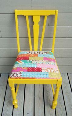 cadeira pintada com assento em patchwork