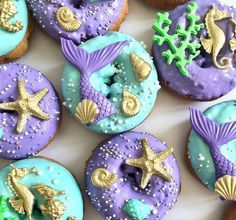 Its shape is very beautiful and you want to eat it. I love the horseradish and the star Mini Donuts, Cute Donuts, Donuts Donuts, Fancy Donuts, Dessert Design, Mermaid Theme Birthday, Donut Decorations, Little Mermaid Parties, Delicious Donuts