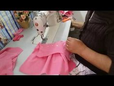 COMO FAZER ROUPINHAS DE BEBE, APROVEITANDO RETALHOS DE MICROSOFT - YouTube Baby Girl Frocks, Frocks For Girls, Little Girl Dresses, Girls Dresses, Baby Dress Patterns, Sewing Patterns, Baby Pageant Dresses, Baby Girl Frock Design, Drape Gowns