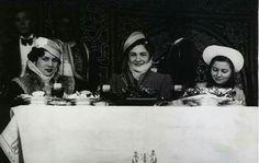 الاميرة فوزية مع الملكة فريدة والاميرة فائقة