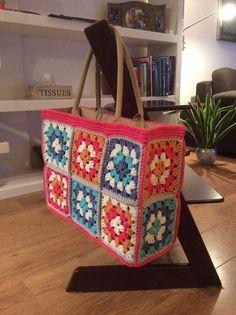 Omgehaakte AH-tas. 19 Granny's van Lammy Hawaii, haaknaald – Crochet Bag İdeas. Crochet Granny, Crochet Stitches, Knit Crochet, Crochet Handbags, Crochet Purses, Crotchet Bags, Knitting Patterns, Crochet Patterns, Granny Square Bag