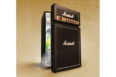 マーシャル(Marshall)と言えば、エレクトリックギター、ベース用のアンプやエフェクターなどで有名な、イギリスの音響機器ブランド(日本における輸入代理店はYAMAHA)。特に、2段・3段に積み上げられた大型アンプの独特なデザインは、どこかで一度はご覧になったことがあるかもしれません。 そのデザインそのままの冷蔵庫「...