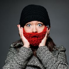 Mössa med avtagbart skägg skyddar dig garanterat mot kylan!
