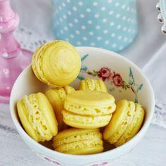 Fuerons mis primeros macarons..con receta infalible! MACARONS de LIMÓN..miedos fuera! http://blogmegasilvita.com/2013/09/macarons-de-limon.html