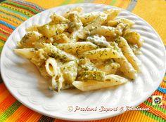 Pasta con zucchine e gorgonzola, la cremosità del gorgonzola si amalgama alle zucchine a cubetti e trifolate, e per finire con parmigiano ed erba cipollina.